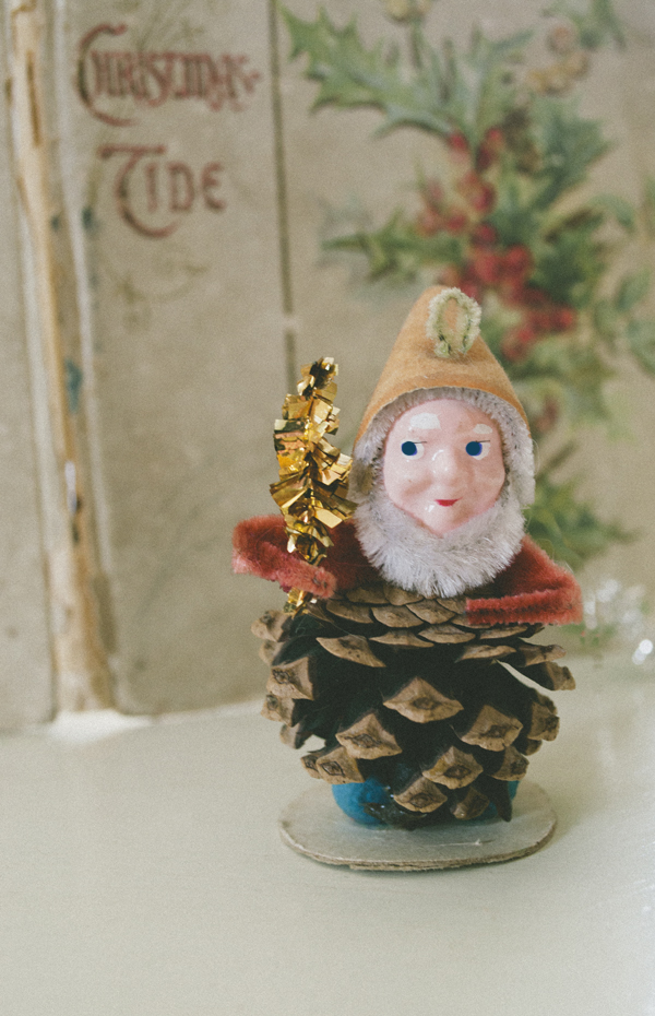 Vintage Wooden Ornaments at www.vintagewhitesblog.com