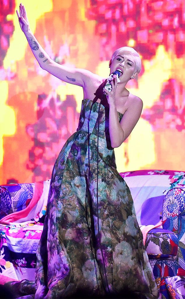 Miley Cyrus performs at the 2014 World Music Awards