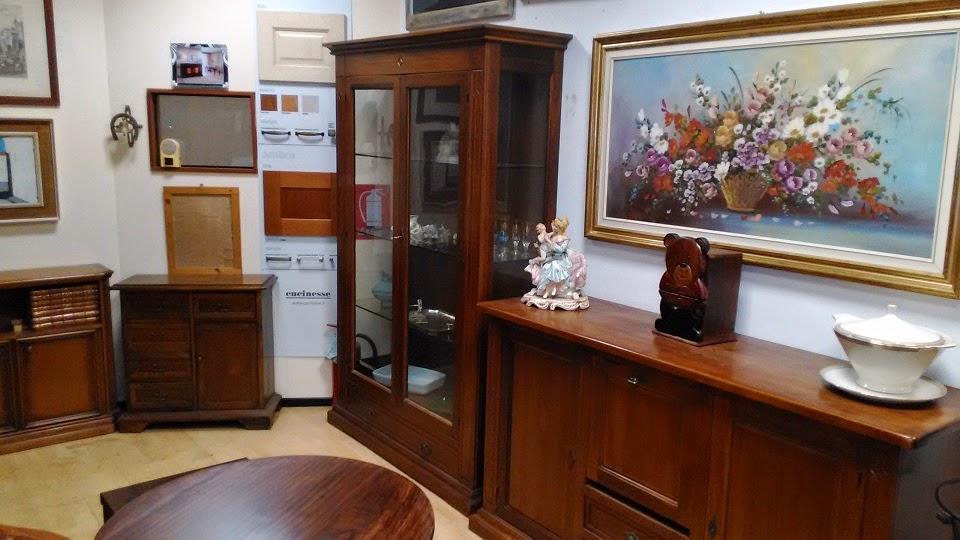 mobili antichi e in stile in magazzino in offerta pronta
