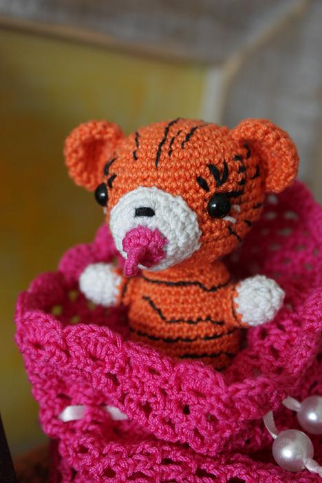 HAPPYAMIGURUMI: Amigurumi tiger with soother