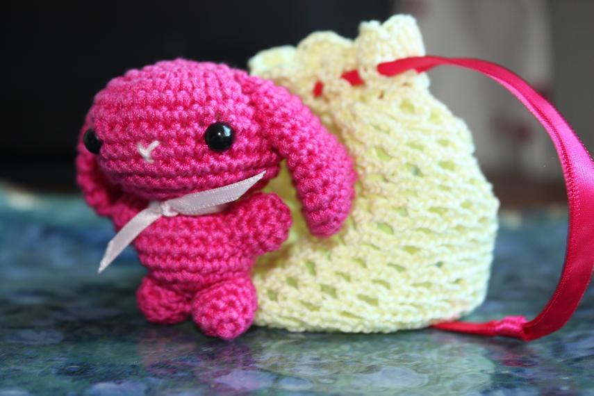 HAPPYAMIGURUMI: Tiny pink amigurumi bunny!