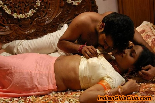 Mallu Aunty First Night http://sathishmechanical.blogspot.com/2010/08/mallu-aunty-first-night-pics.html