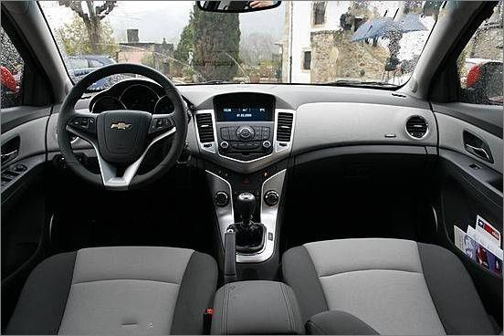 Compare the New Chevrolet Cruze specs, options, incentives and prices.
