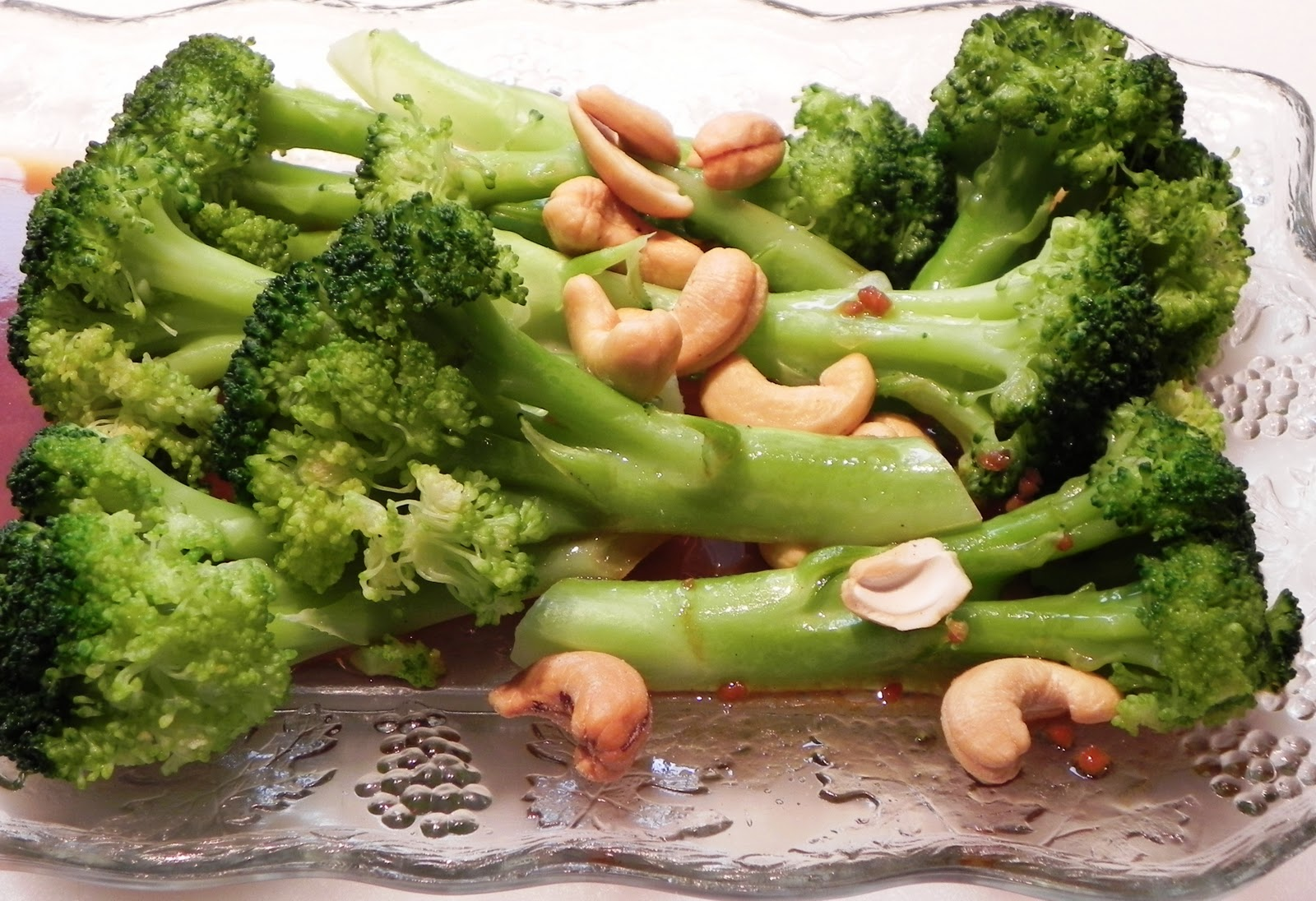 The Iowa Housewife: Broccoli with Garlic Butter and Cashews