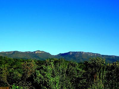 Vista da Serra Dourada, local onde Goiandira colhe as areias coloridas