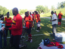 No intervalo do jogo o capitao da equipa, fez a distribuiçao do sumo e agua gratuitamente !