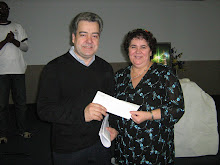 Sra. Evangelina, vencedora do prémio Eu amo a Lusofonia; 1 jantar p/2 oferta pela Casa Minhota