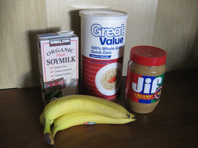 balanced breakfast: banana, peanutbutter, oats