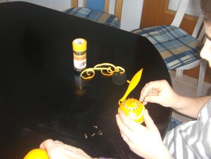 apfelkuchen cosinus und farbenpracht adventskalender nelken und orangen advent calendar. Black Bedroom Furniture Sets. Home Design Ideas