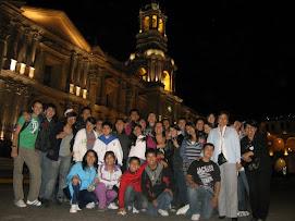 Apoderados apoyando a sus hijos durante la gira por el Sur de Perú