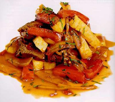Receta de Lomo Saltado preparado con carne de soya