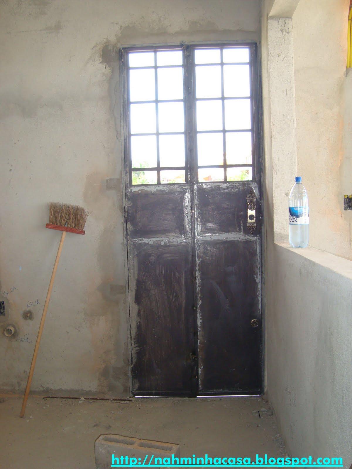 #1EADAA  é a porta da cozinha é uma porta camarão em ferro aqui à 566 Janelas Em Arco De Ferro