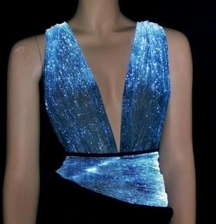http://2.bp.blogspot.com/_-CDBOBdiku4/THf0qtv-9NI/AAAAAAAAAsY/Sutqa9yNoUE/s1600/LCD-dress-001.jpg