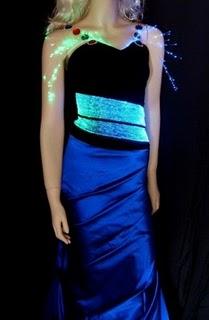 http://2.bp.blogspot.com/_-CDBOBdiku4/THf0rnOqwUI/AAAAAAAAAso/3TY07eQeadU/s1600/LCD-dress-002.jpg