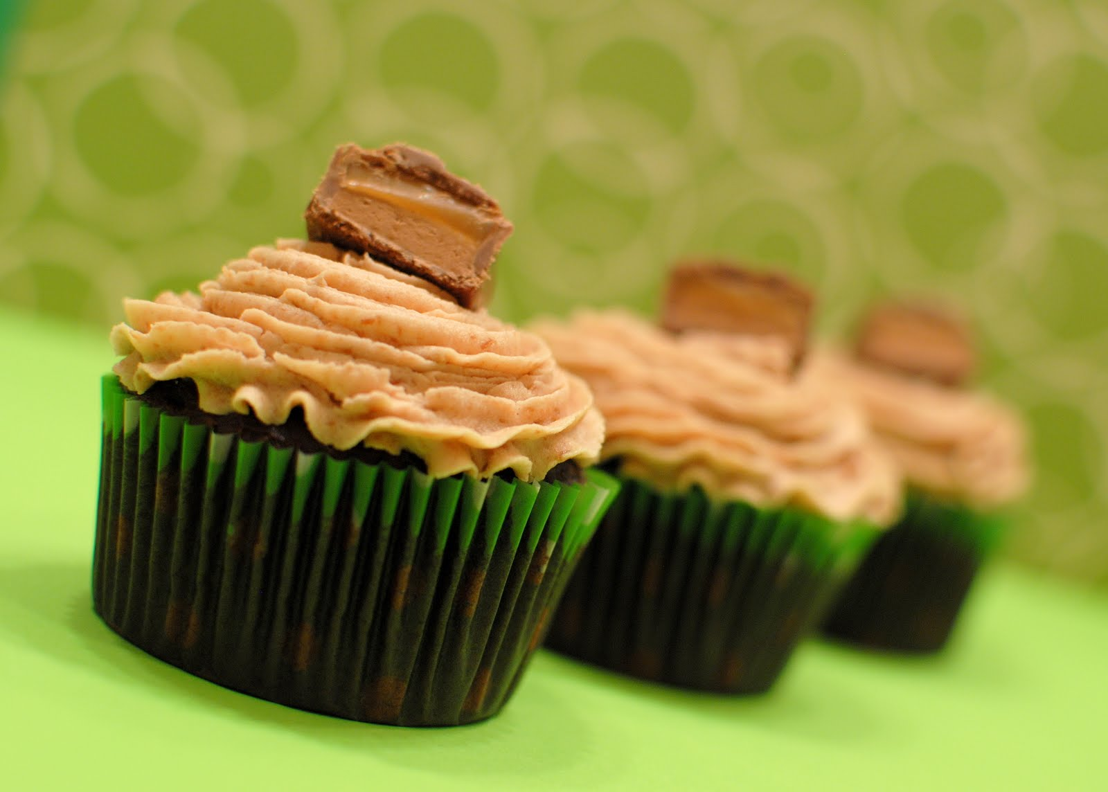 How about a cupcake to drool over for the weekend???