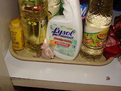Infração cometida por misturar produtos alimentícios com material de limpeza.