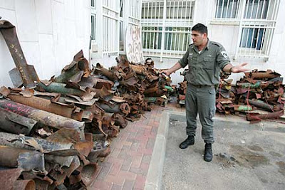http://2.bp.blogspot.com/_-Dqntok-aHM/SaOkDjQa1iI/AAAAAAAAC84/SFJIJ5A8-es/s400/sderot+rockets.jpg