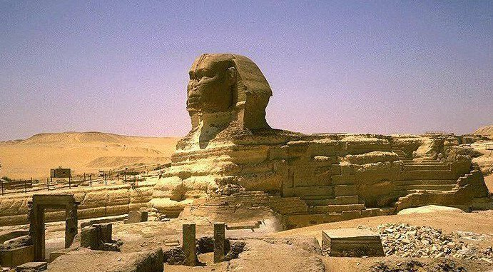 the question of when the great sphinx was built Best answer: although no-one knows for sure when the sphinx was built (because, unlike the three giza pyramids, nothing has been found to tell who built it, or when), it is widely believed to have been built shortly after the great pyramid by khafne, the son of khufu.