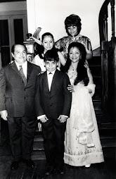 CON SU FAMILIA, su esposa Leonor y sus hijos