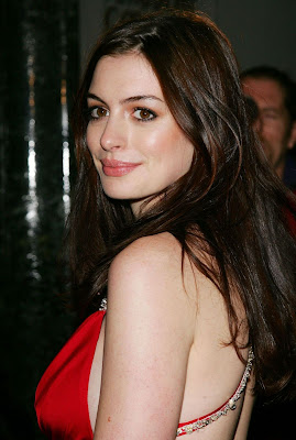 Anne Hathaway Sexy Photos