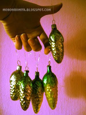 шишки, советские новогодние украшения, пальцы