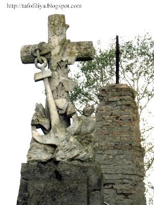 оригинальные старинные надгробия