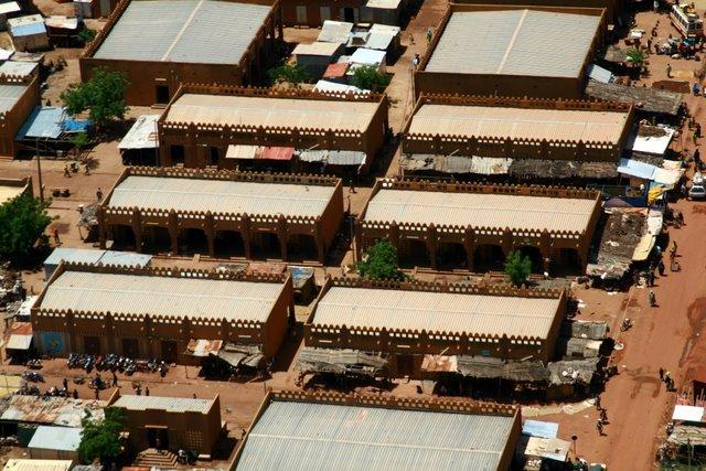 Vista aérea  de una calle del mercado central