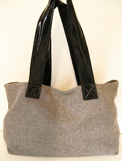 grey flannel bag, gray flannel bag, grey wool bag, gray wool bag, DIY purse, Easy DIY purse, DIY tote bag, diaper bag, winter bag