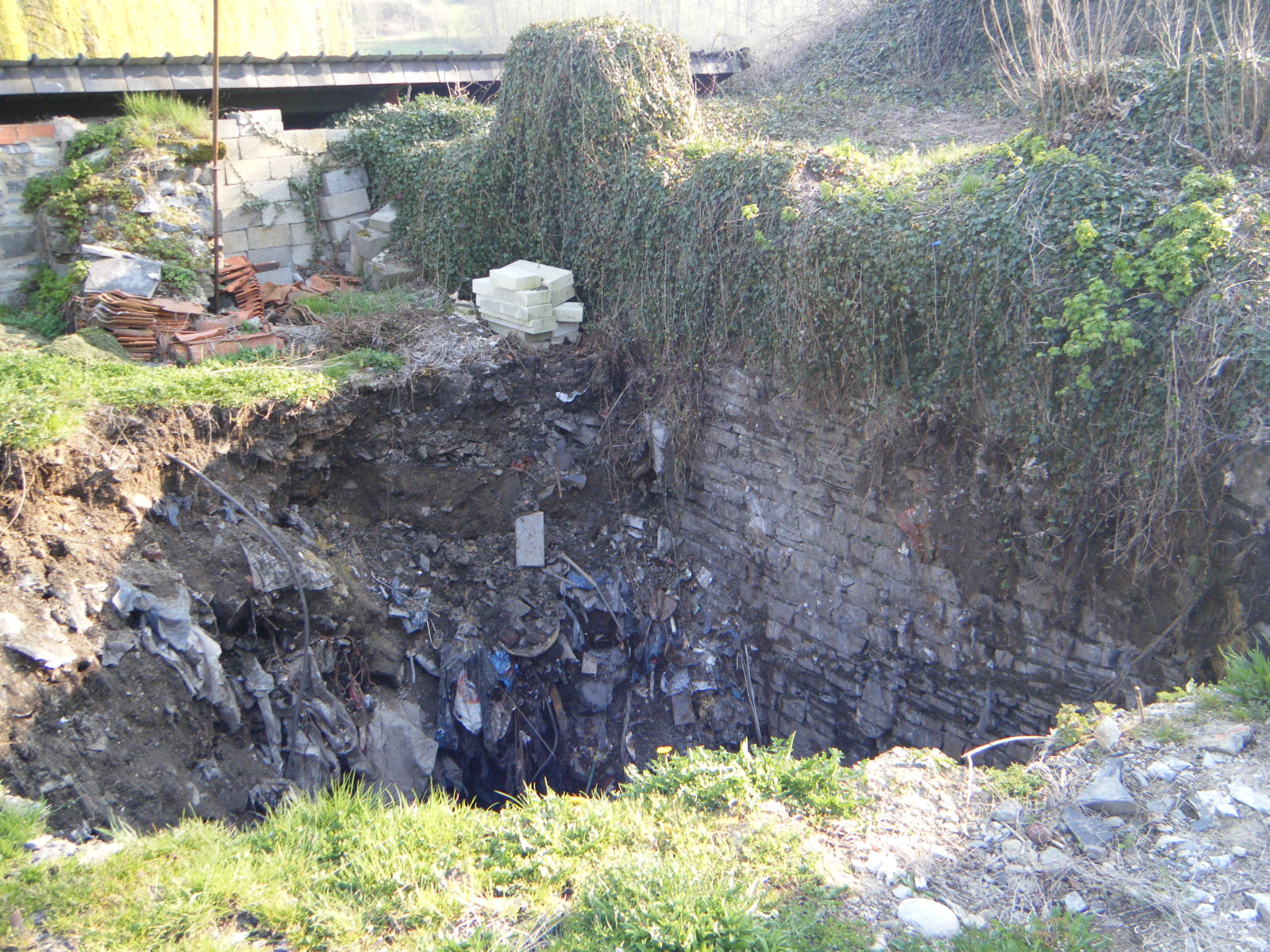 Site des speleos de la region de dinant un puits de 30 for Creuser un puits dans son jardin