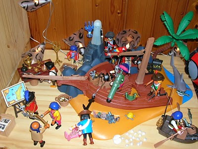 Playmobils (pirates) en avant les histoires pirates