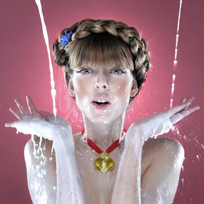 Foto hot susu terbaru basah mandi susu lengket manis.