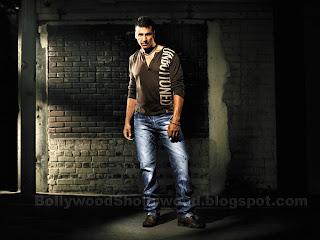 Akshay Kumar From Levis