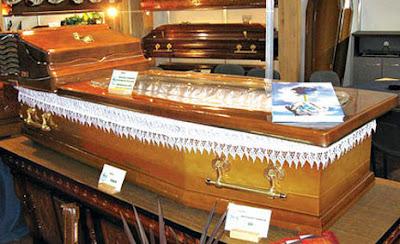 http://2.bp.blogspot.com/_-QzHaHjalQY/SeGnO9_T0cI/AAAAAAAAB0Q/ZLRIjAZbXKs/s400/aircon_coffin.jpg