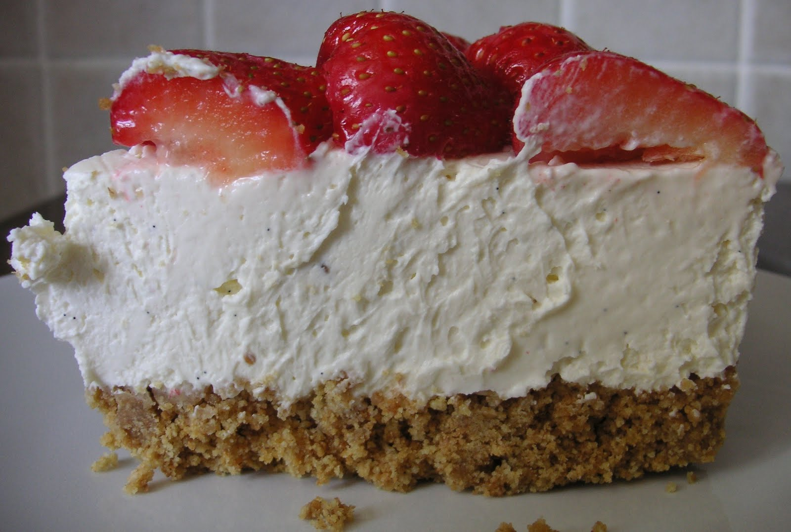 The Caked Crusader: No-Bake vanilla and strawberry cheesecake