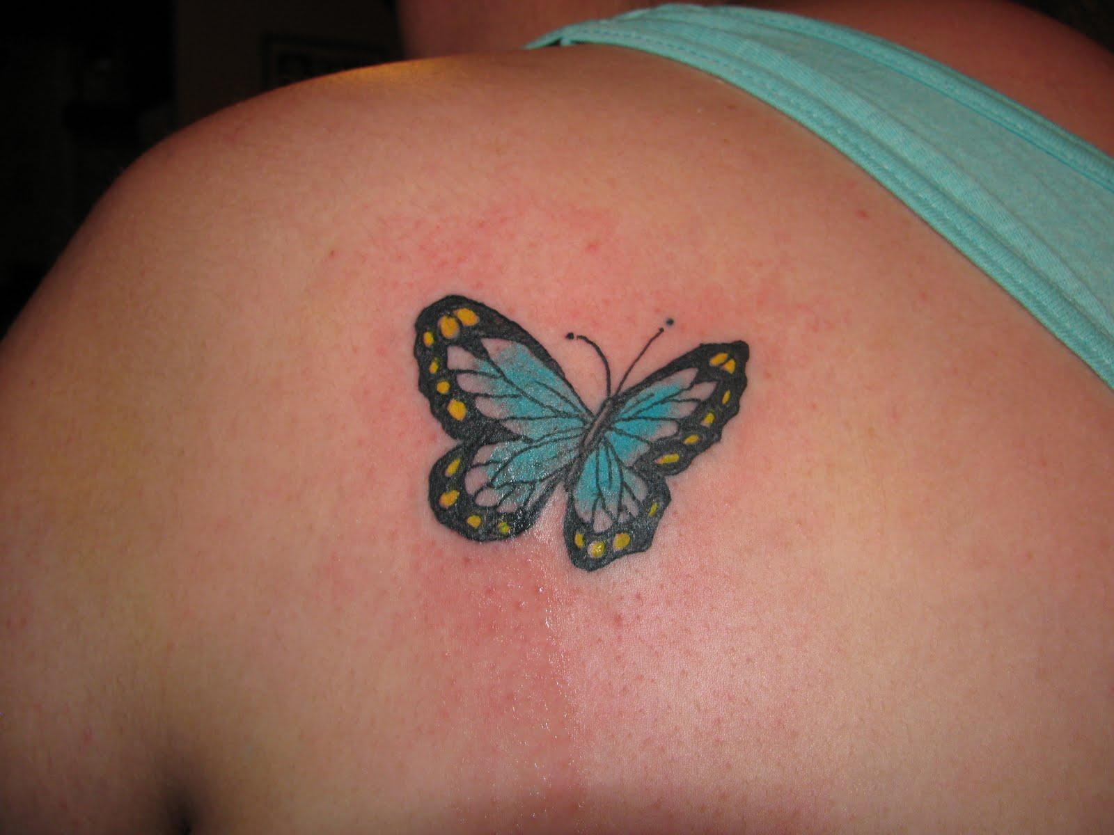 Тату бабочек на плече