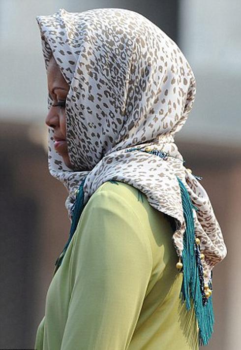 The Facemash Post - Foto Michelle Obama Berkerudung Saat Berkunjung Ke Mesjid Istiqlal