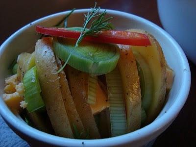 вегетарианское блюдо, еда хиппи, картошка, лук, овощи, без мяса