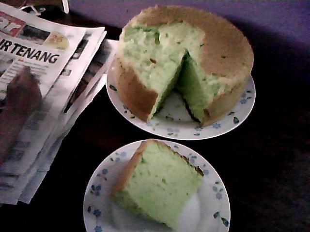 ... cake pulak..pastu tak sabar sgtnak keluarkan dr periuk..tu yg rupa