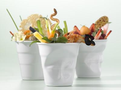 Copos de porcelana no formato de copos de café de plástico