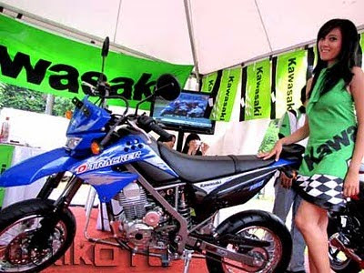 KAWASAKI D-TRACKER 150 PICTURE and SPECS