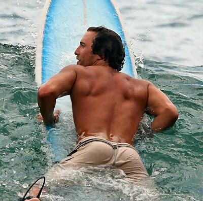 matthew_mcconaughey_surfing_2007_1.jpg