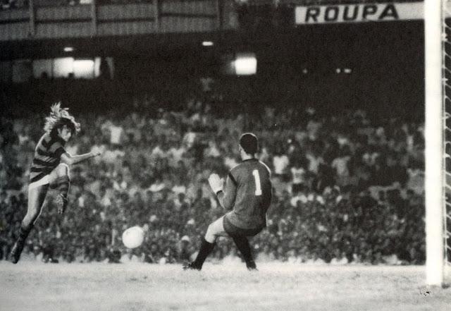 http://2.bp.blogspot.com/_-YkbEZWTVrc/S9g4oG7qjlI/AAAAAAAAADQ/UmJxsOeKpAU/s1600/1972CampeonatoCarioca(2%C2%BATurno)Flamengo2x2Vasco(07-05-1972)Doval&Andrada.jpg