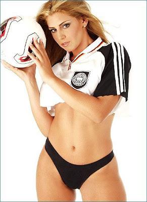 http://2.bp.blogspot.com/_-Z5CZMl3W_s/Sag02LkvzMI/AAAAAAAADTM/TMDeuDOdMXU/s400/chica-futbol-4.jpg