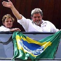 Lula navega e surfa em um mar de tranquilidade