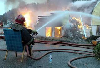 http://2.bp.blogspot.com/_-_DfA6iMs2w/TJOuOhCK5pI/AAAAAAAADLY/T32k41edNB8/s1600/a97183_g121_1-fireman.jpg