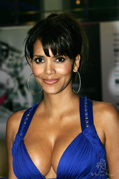 1 Halle Berry photo sexywomanpics.com
