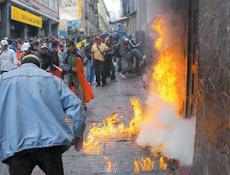 el fuego atizado por la furia imparable de los trabajadores bolivianos