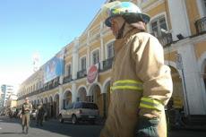 cunde el pánico. la Prefectura de Cochabamba fue desalojada, los bomberos acudieron prestos...