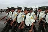 """policías en emergencia aunque han sido amenazados de """"amotinado"""""""