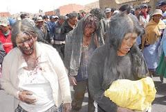 escenas como ésta se han tenido que repetir en el pueblo de Sacaca donde cuatro policías fueron